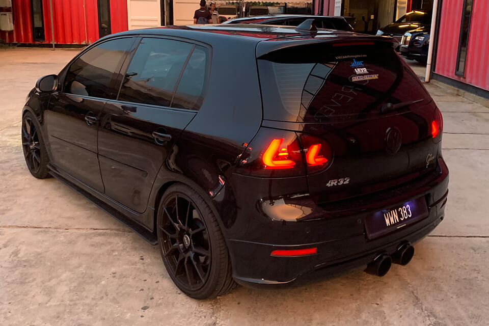 Pekin Ibrahim: VW MK5 Golf R32 Splitter Set | Flow Designs Australia