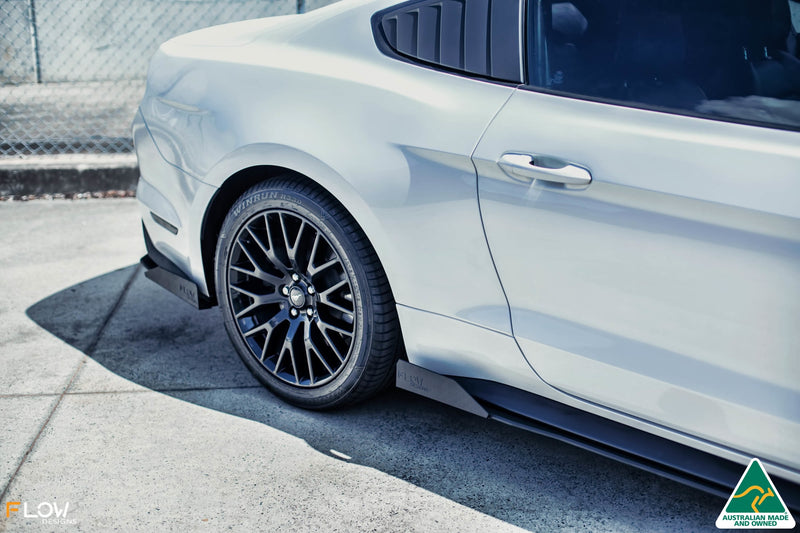 White Ford Mustang S550 FM Side Skirt Splitter Winglets