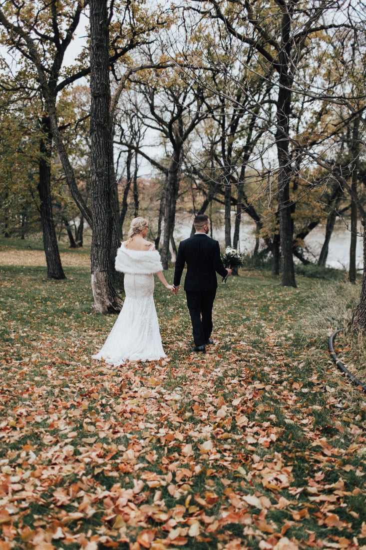 wedding couple wooden fallen leaves winter wedding
