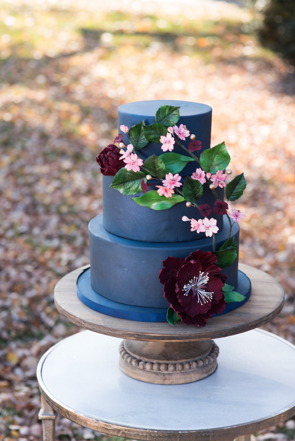 blue wedding cake - tips for changing or postponing wedding date from The Garter Girl