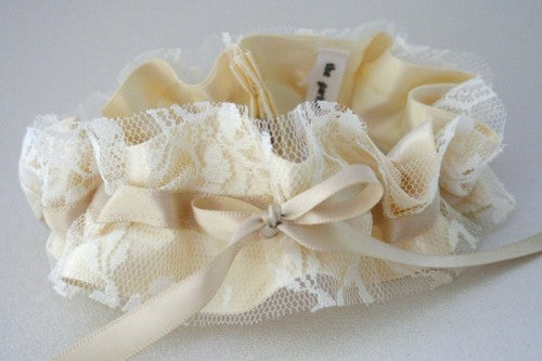 beautiful-lace-wedding-garter