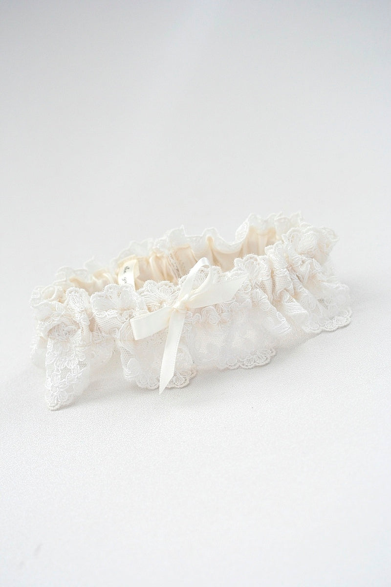 bridal-dress-wedding-garter-the-garter-girl