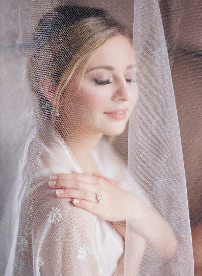 bride-veil-vintage-wedding-dress-old-world-wedding-ideas