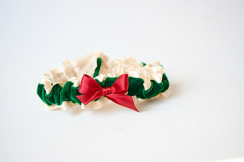 christmas-themed-wedding-garter-the-garter-girl