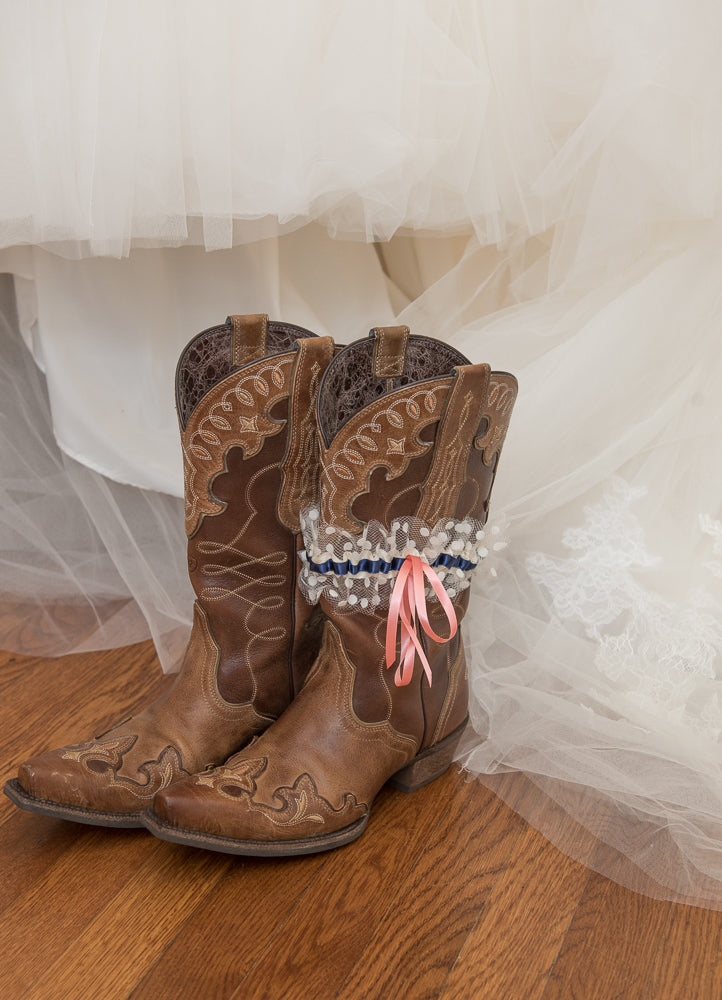 country-western-bridal-garter-TeeWayne-Photography