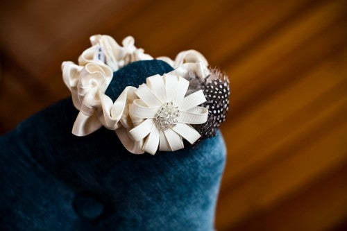 couture-ivory-wedding-garter-photo-by-a-britton