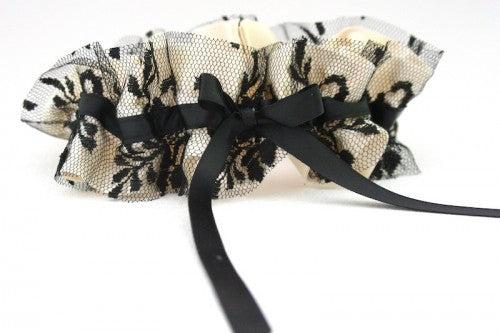 couture-wedding-garter-with-black-lace
