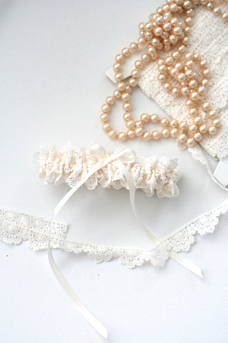 dainty-bridal-garter-The-Garter-Girl