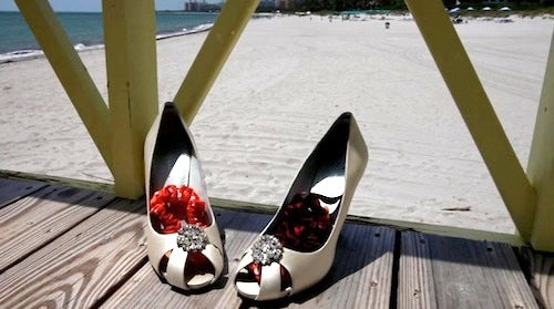 destination-wedding-garter-on-beach