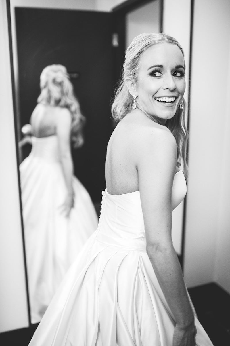 elegant-bridal-gown-Lindsey-Mueller-Photogrpahy-
