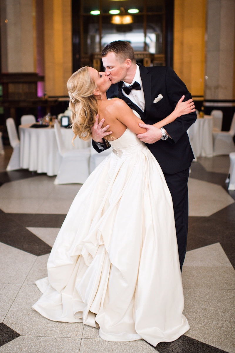 elegant-wedding-first-dance-Lindsey-Mueller-Photogrpahy-