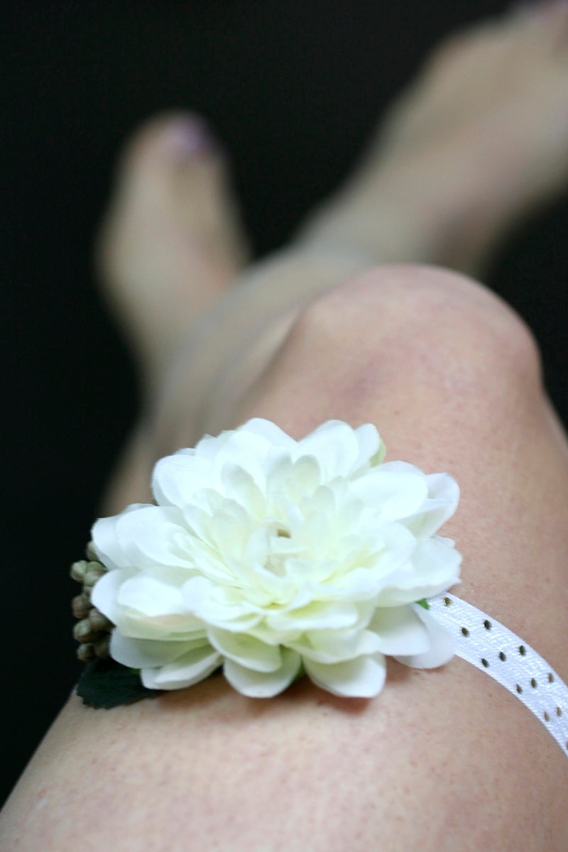 floral-wedding-garter-The-Garter-Girl-4