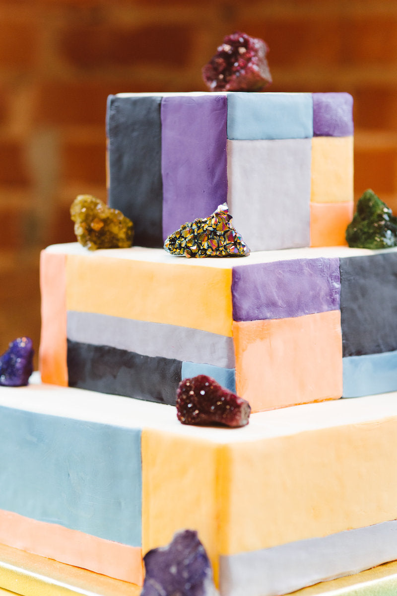 graphic-wedding-cake-rock-n-roll-wedding-ideas