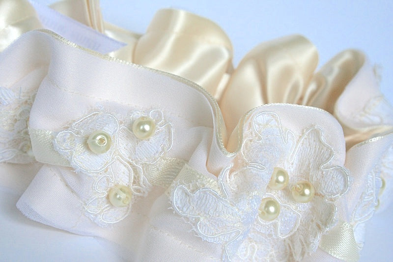 heirloom wedding garter with lace and pearls
