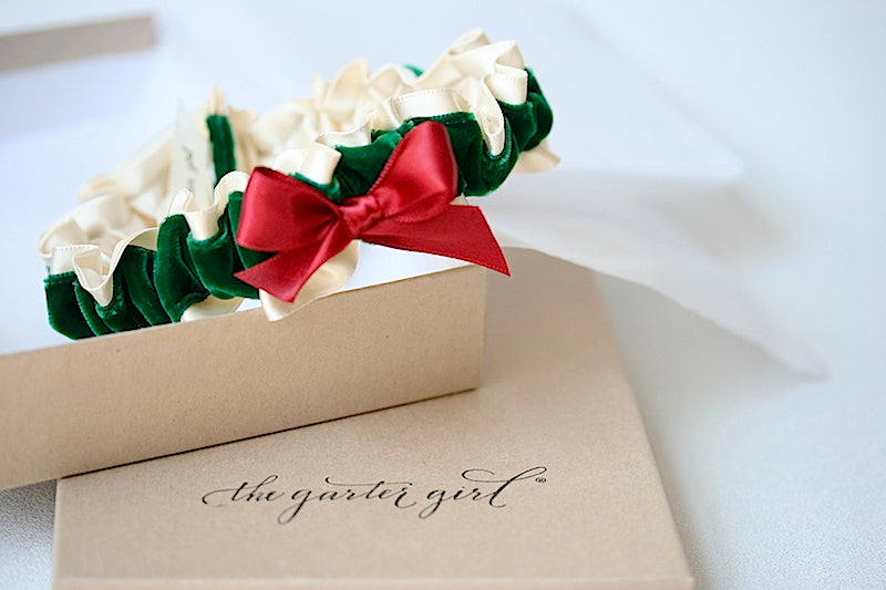 holiday-themed-bridal-garter-the-garter-girl