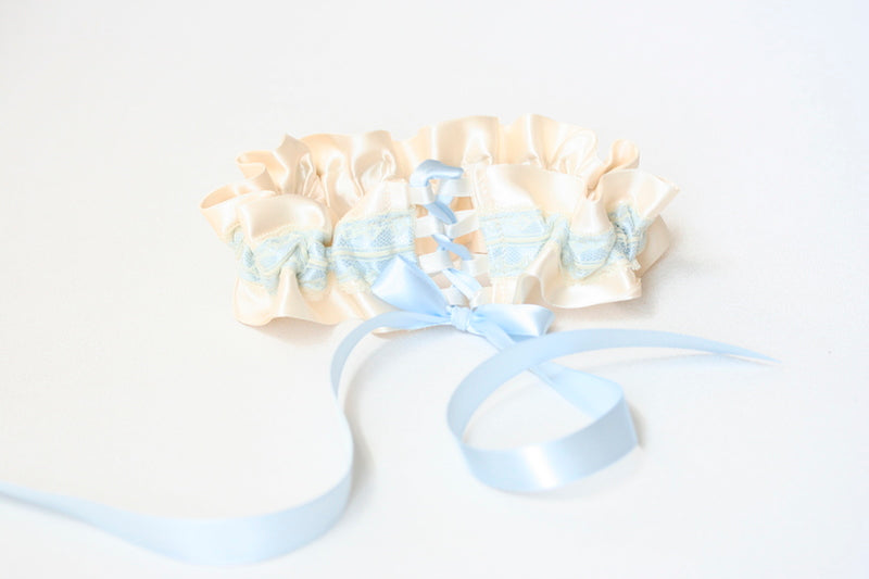 how-to-fit-a-wedding-garter-The-Garter-Girl