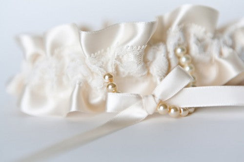 ivory-lace-and-pearl-couture-wedding-garter