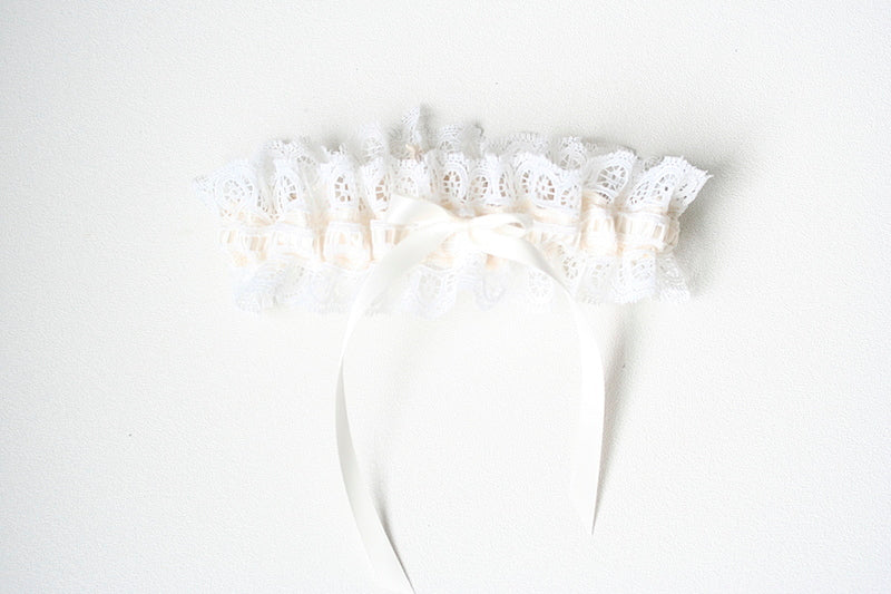 ivory-lace-bridal-garter-The-Garter-Girl