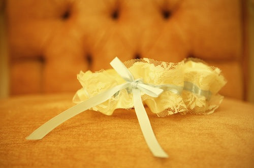 ivory-lace-wedding-garter-The-Garter-Girl-by-Julianne-Smith-Photo-credit-True-Glimpse-Photography