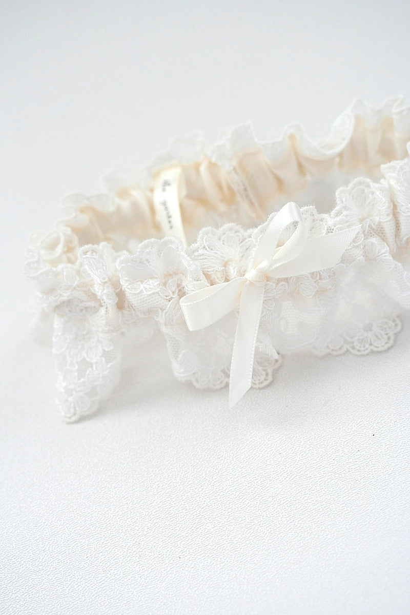 lace-wedding-garter-The-Garter-Girl1