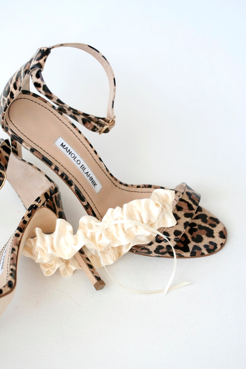 lace-wedding-garter-leopard-manolo-blahnik-The-Garter-Girl4