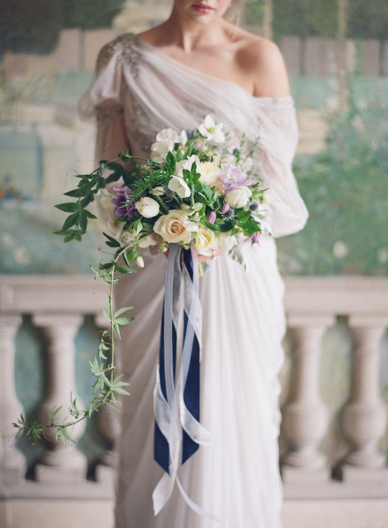 lux-bridal-bouquet-vintage-wedding-dress-old-world-wedding-ideas