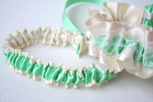 mint-green-tossing-wedding-garter-The-Garter-Girl