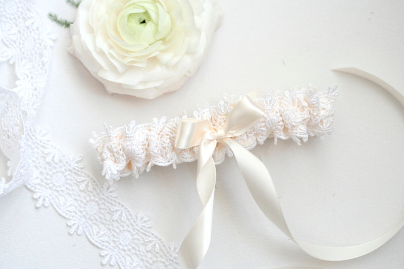 modern-ivory-lace-wedding-garter-The-Garter-Girl