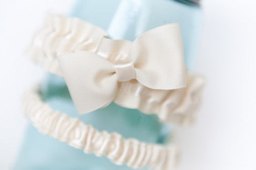 modern-romantic-wedding-garter