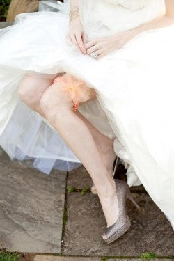 peach-wedding-garter-Cyn-Kain-Photography