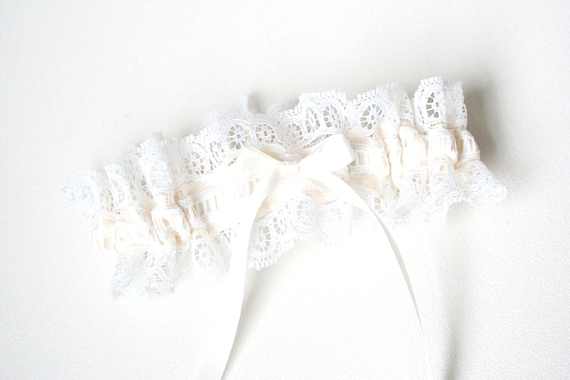 pretty-lace-bridal-garter-The-Garter-Girl