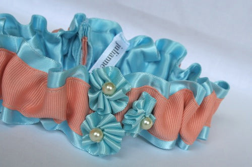 pretty-wedding-garter-with-pearlsThe-Garter-Girl-by-Julianne-Smith