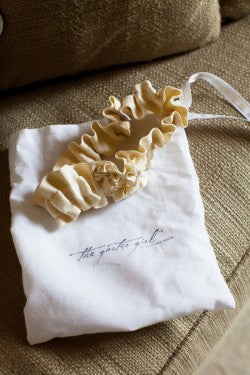 real-ivory-wedding-garter-katie-stoops-photography