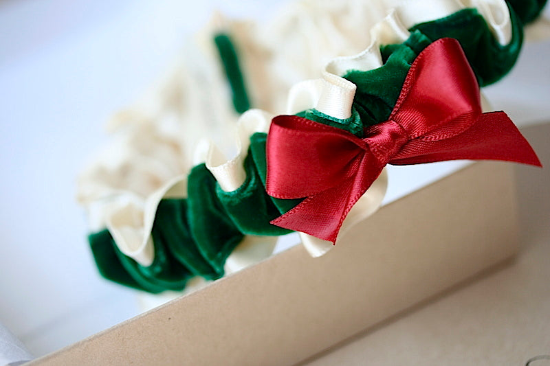 red-green-velvet-wedding-garter-the-garter-girl
