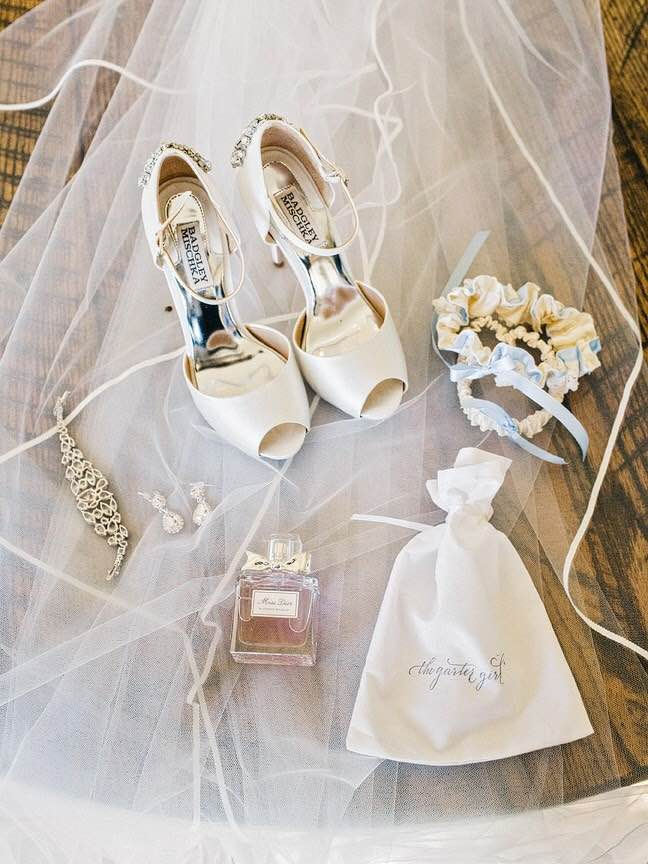 shoes-real-wedding-garter-The-Garter-Girl