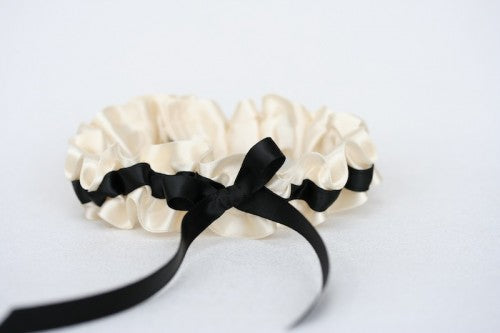 sophisticated-wedding-garter-ivory-black-The-Garter-Girl-1