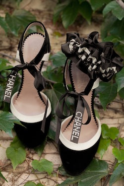 stylish-wedding-garter-and-channel-shoes-The-Garter-Girl-by-Julianne-Smith-photo-by-Studio-Juno