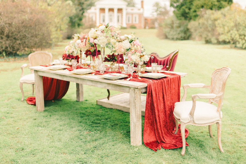table-decor-luxurious-winter-wedding-inspiration-Liz-Fogarty-Photography