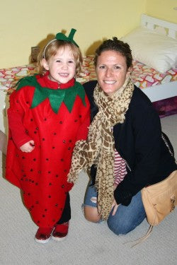 the-garter-girl-julianne-smith-with-daughter-strawberry-kids-halloween-costume