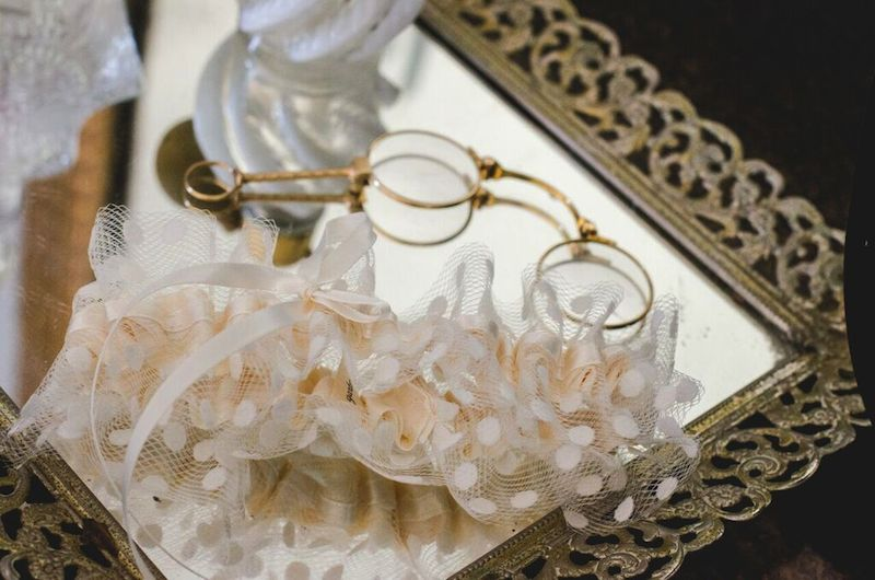 tulle-wedding-garter-vintage-glam-wedding-amanda-lauren-photography