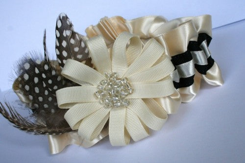 wedding-garter-with-feathers-and-beads