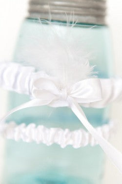 white-feathered-wedding-garter