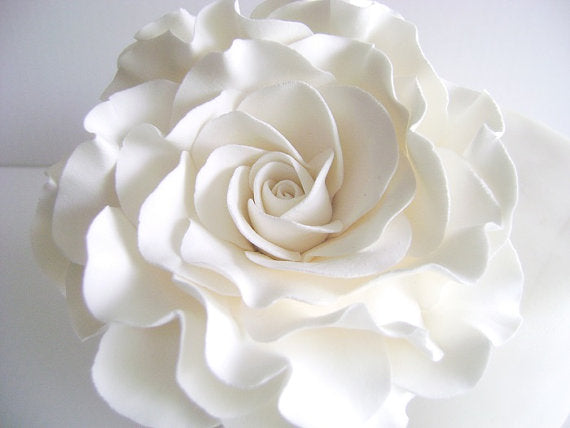 white-flower-cake-topper