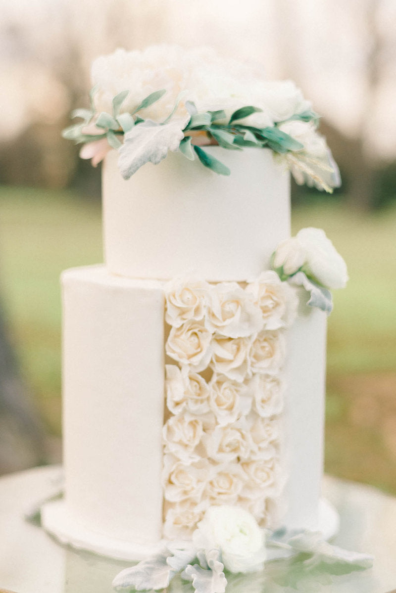 white-wedding-cake-luxurious-winter-wedding-inspiration-Liz-Fogarty-Photography