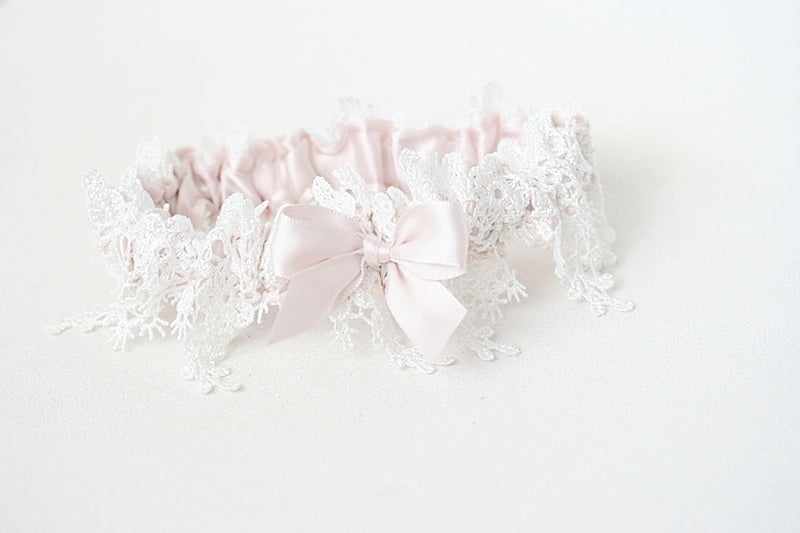wedding garter with shimmer lace and blush