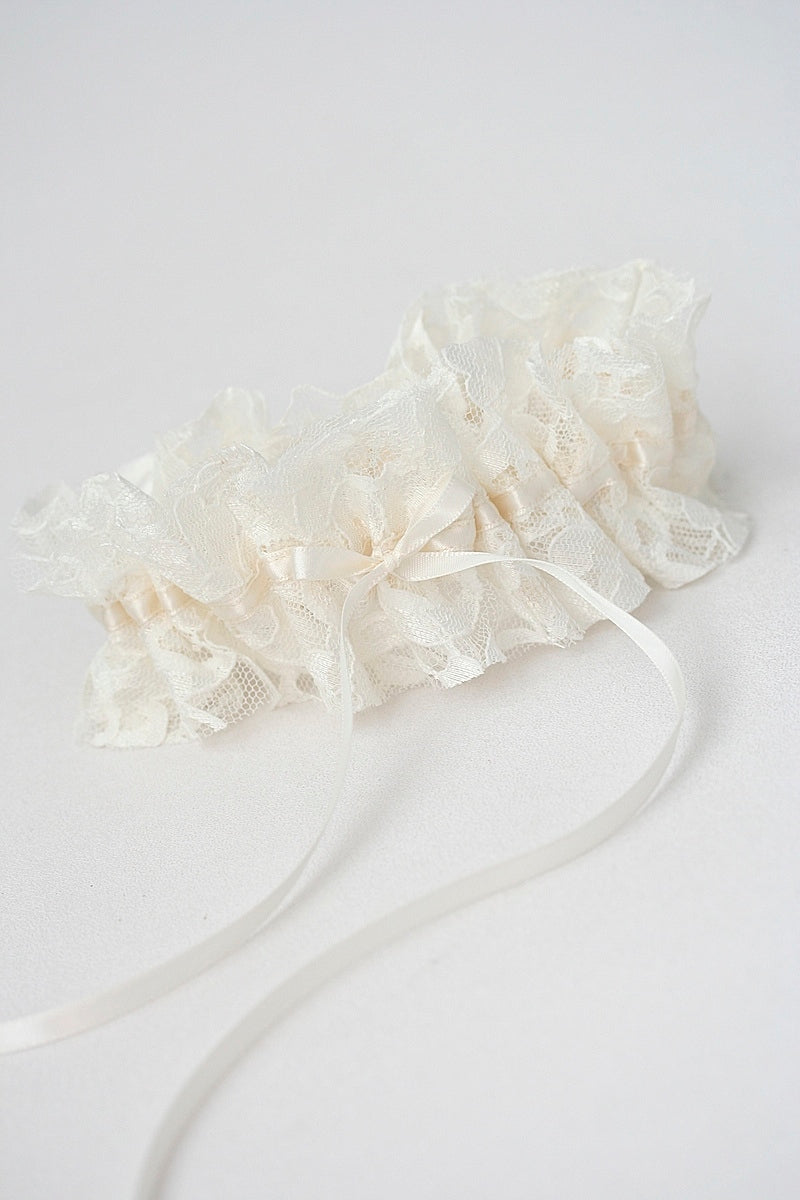 bridal-garter-mothers-wedding-dress-the-garter-girl