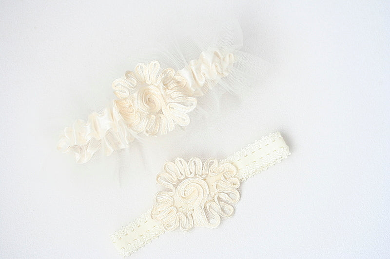 custom-wedding-garters-The-Garter-Girl