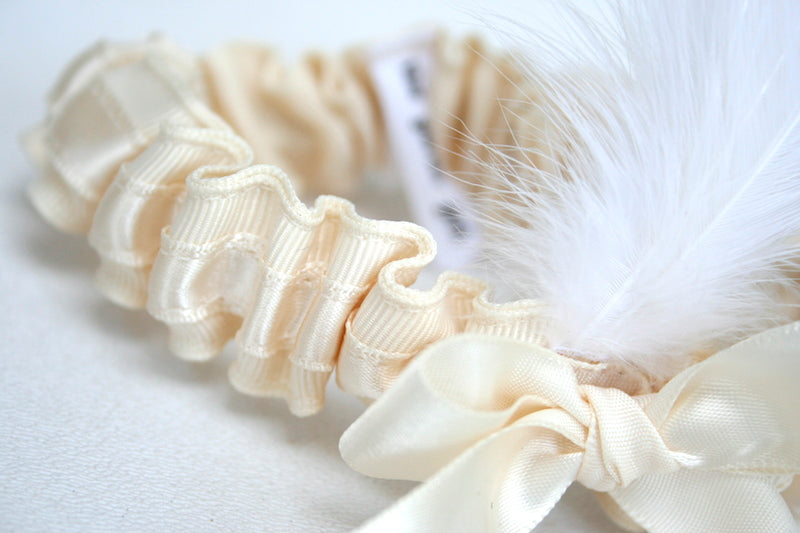 feather-custom-wedding-garter-The-Garter-Girl-2