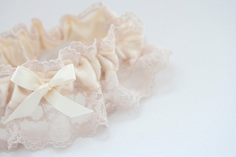 feminine-wedding-garter-The-Garter-Girl-4