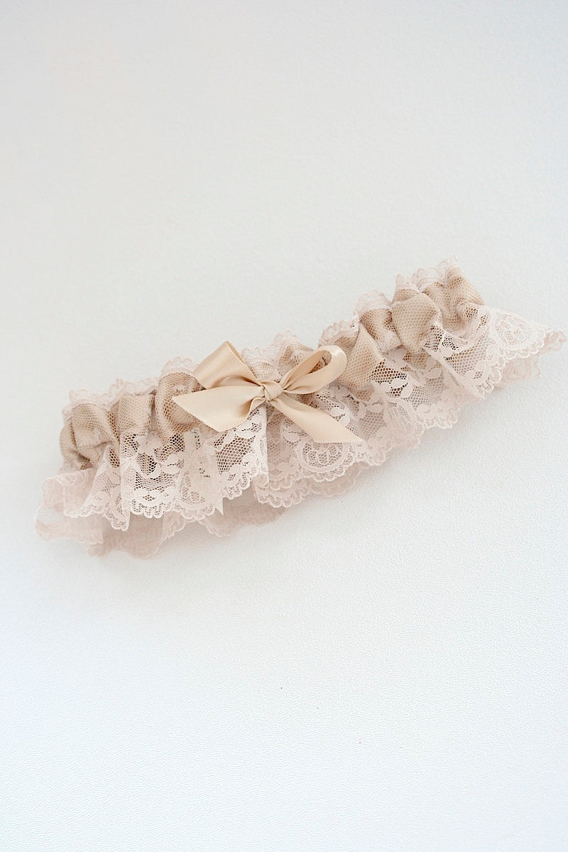 feminine-wedding-garter-The-Garter-Girl